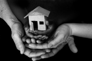 HUD_house in hands